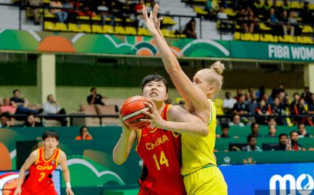 看看女篮的罚球,中国男篮出来挨打