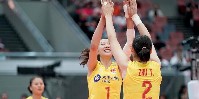 【战报】10连胜!中国女排3-0塞尔维亚女排,提前一轮夺冠!