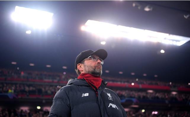 红军英超主场不败期间曼联花4亿镑,蓝军三度换帅热刺建新球场