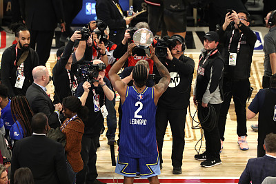 莱昂纳德谈荣获科比MVP:谢谢你的一切,这个奖杯献给你