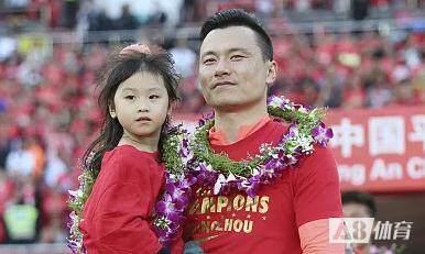 记者:更多陪伴家人,郜林全家近期将搬迁至深圳南山区